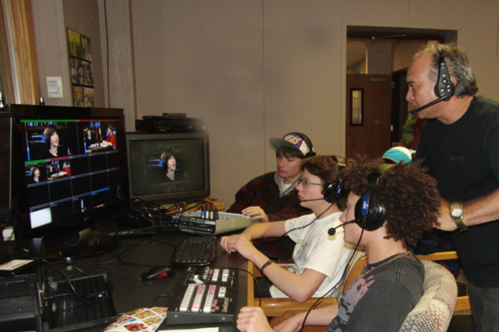 Chris-with-Students-live-show-no-pic